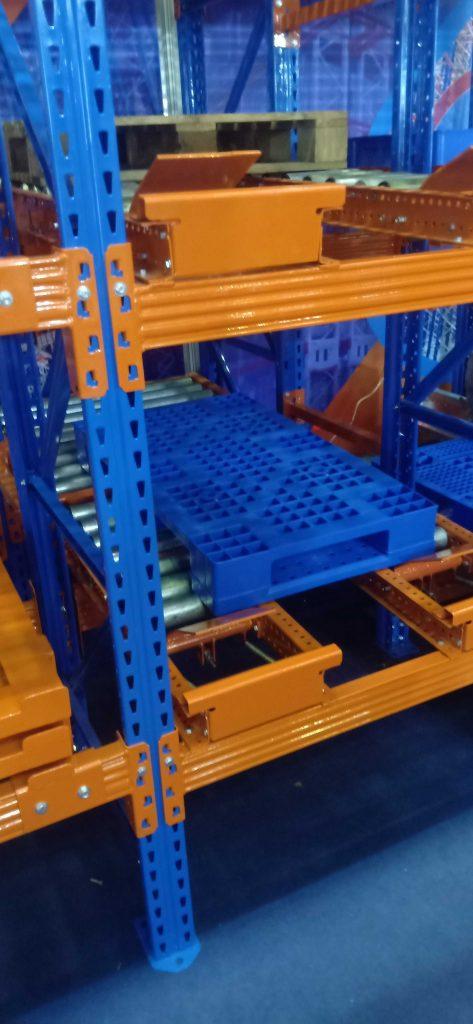 pallet nhựa dùng trong kho công nghiệp 1 473x1024 - Bộ sưu tập hình ảnh pallet nhựa - pallet gỗ